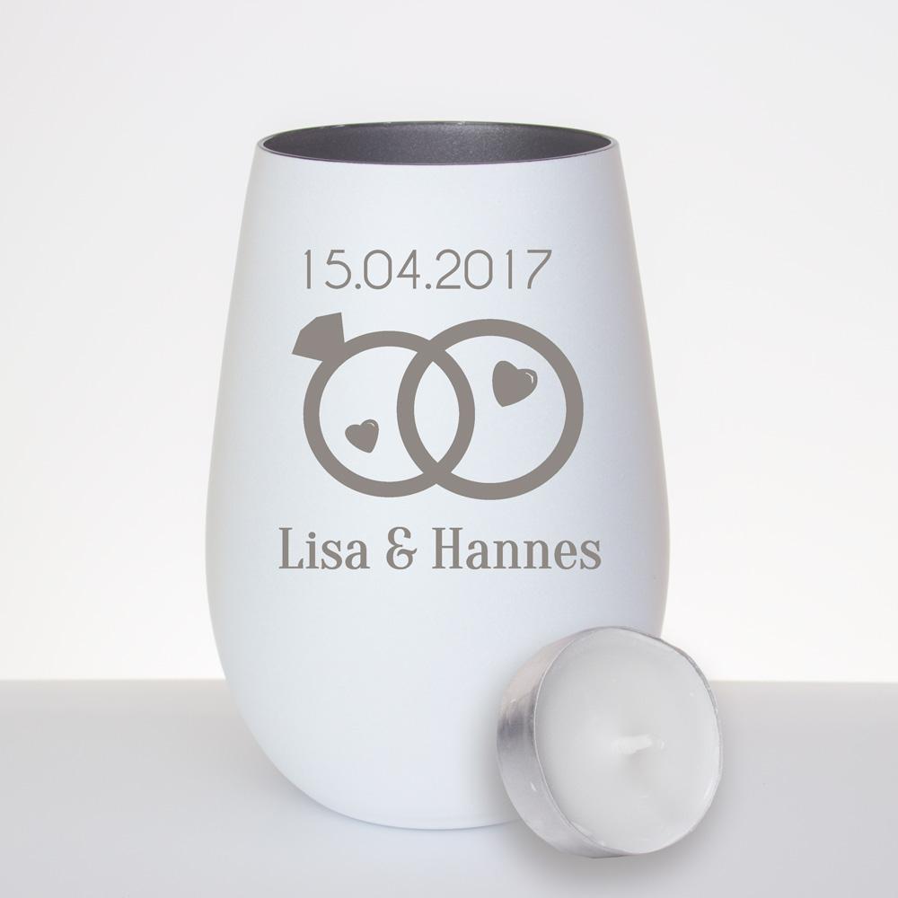 windlicht mit gravur aus glas mit zwei ringen als individuelles geschenk zur hochzeit. Black Bedroom Furniture Sets. Home Design Ideas