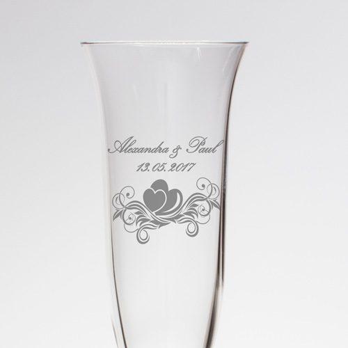 Sektglas mit feiner Gravur - Ornament mit Namen und Datum