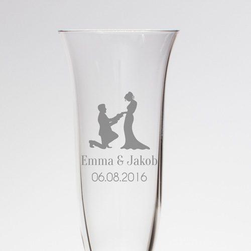 Sektglas mit feiner Gravur - Brautpaar mit Namen und Datum