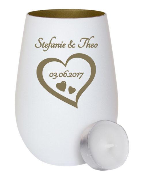 Weißes Windlicht aus Glas - innen gold mit Gravur ein Herz mit Datum und Namen als Geschenk zur Hochzeit