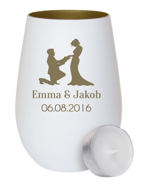 Weißes Windlicht aus Glas - innen gold mit Gravur Mann kniet vor einer Frau als Geschenk zur Hochzeit