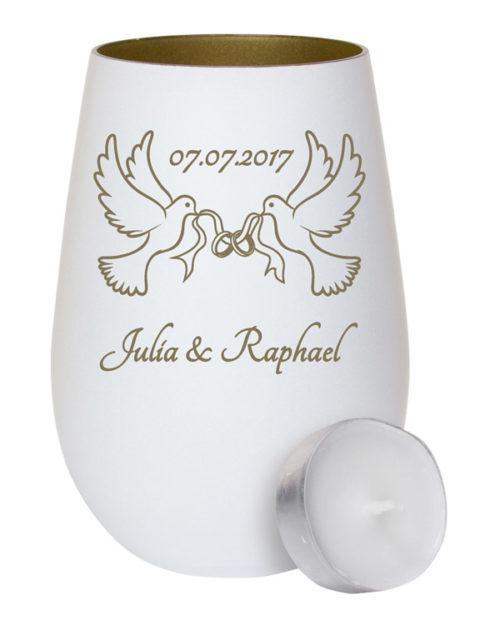 Weißes Windlicht aus Glas - innen gold mit Gravur zwei Tauben mit Ringen im Schnabel zur Hochzeit