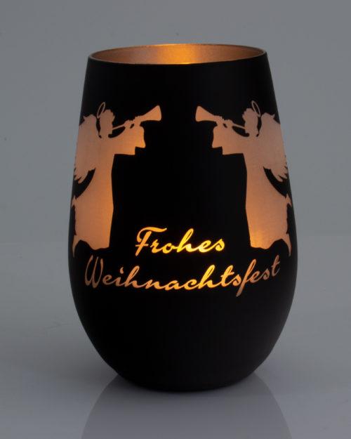 """Windlicht mattschwarz / gold graviert mit Weihnachtsmotiv """"Zwei Engel"""" und frohes Weihnachtsfest mit brennendem Teelicht"""