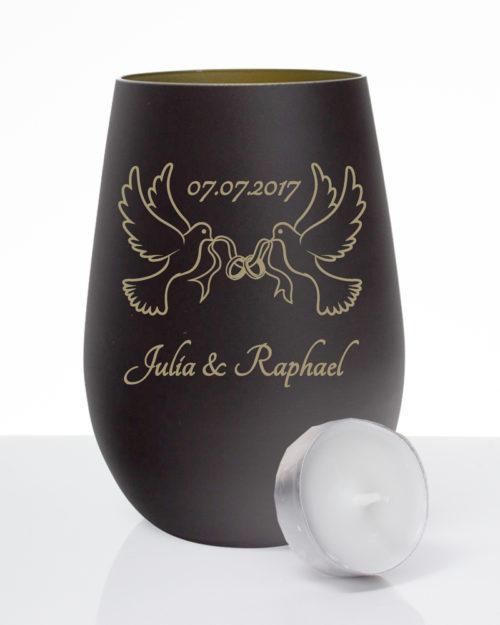 Windlicht mattschwarz / gold zur Hochzeit mit Gravur zwei Tauben, Datum und Vornamen