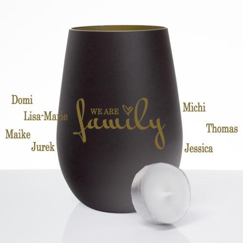 Windlicht mattschwarz / gold mit Gravur we are family und Namen