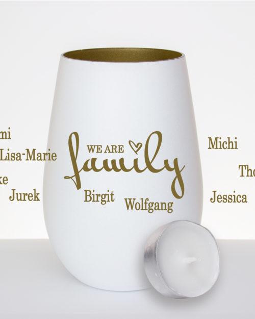 Windlicht weiss / gold mit Gravur we are family und Namen der Familienmitglieder